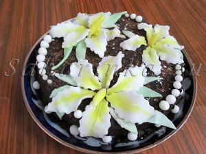 торт с цветами лилиями из мастики