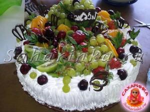 кремовый торрт с ягодами